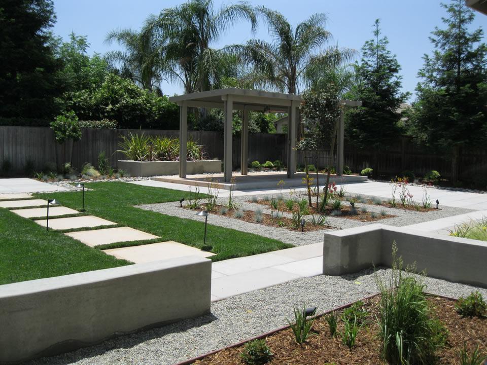 custom backyard landscaping